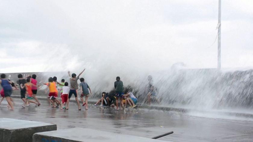 Tufão Kammuri. 10 mortos e mais de 300 mil deslocados nas Filipinas