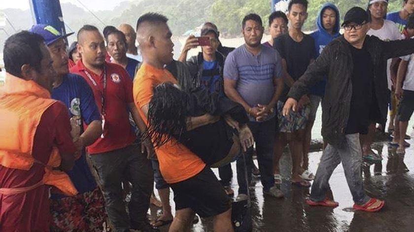 Mau tempo nas Filipinas já causou 31 mortos em naufrágios