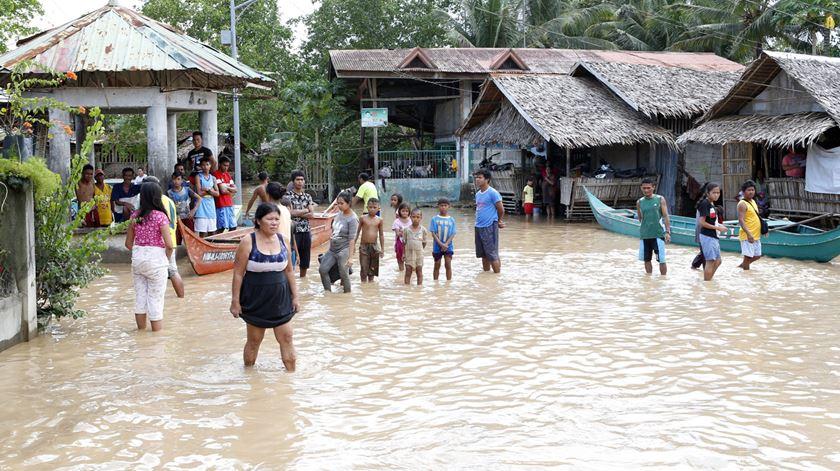 Tempestade tropical faz centenas de mortos nas Filipinas