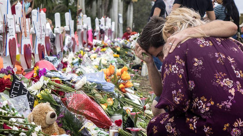 Trump admite mudar leis sobre armas e clima político parece favorável