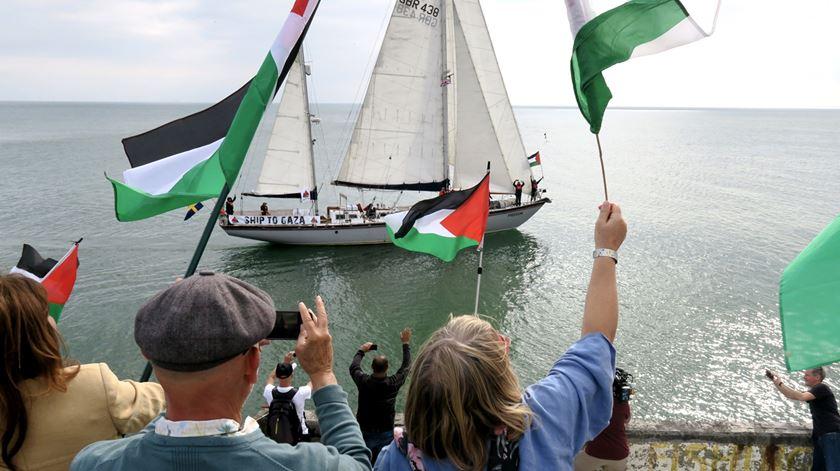 Gaza. Podem dois barcos furar o bloqueio da marinha israelita?