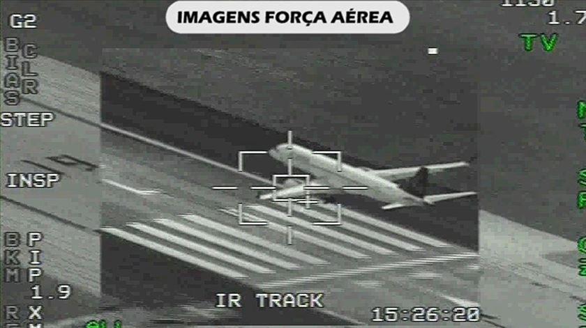 As imagens da aterragem do avião da Air Astana em Beja