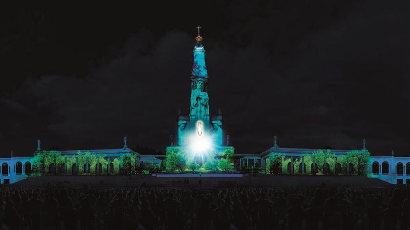Santuário ilumina-se e conta a história das Aparições de Fátima