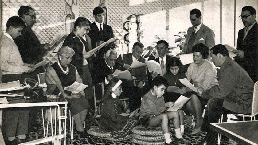 """Ensaio geral do programa """"Parque Infantil"""", 1960. Foto: Lobo Pimentel, revista Plateia, Janeiro de 1961"""
