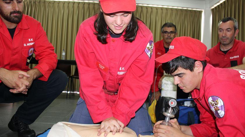 """""""Quero seguir a carreira de bombeiro"""", assegura André Brito, 16 anos. Foto: Liliana Carona/RR"""