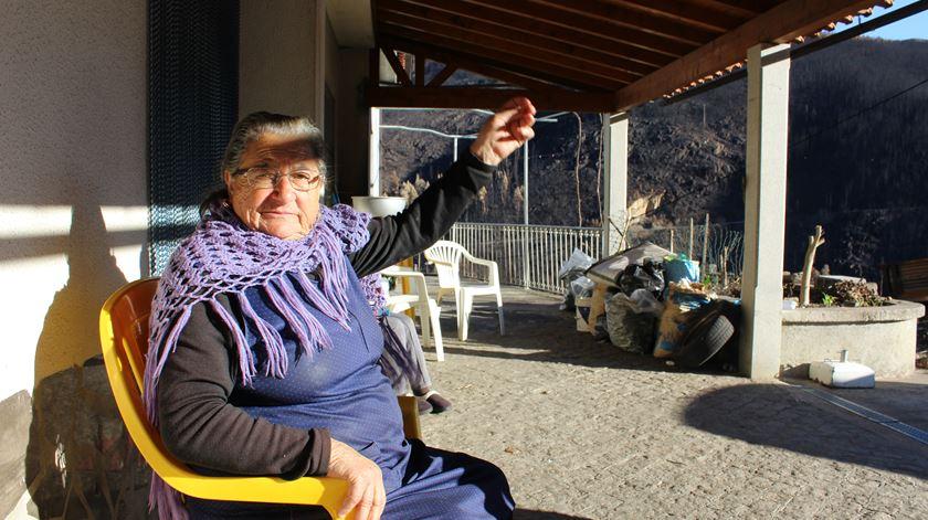 Cacilda teve o fogo à porta de casa, mas sobreviveu