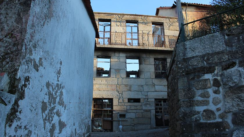 O que resta da casa de Aurora e Adriano Barata. Foto: Liliana Carona/RR