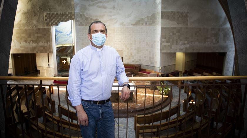 Com máscara e distanciamento, como as igrejas se estão a preparar para o regresso das missas