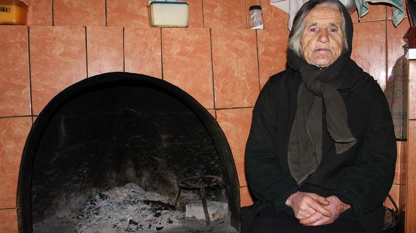Luciana, a idosa que vive sozinha e isolada, mas feliz