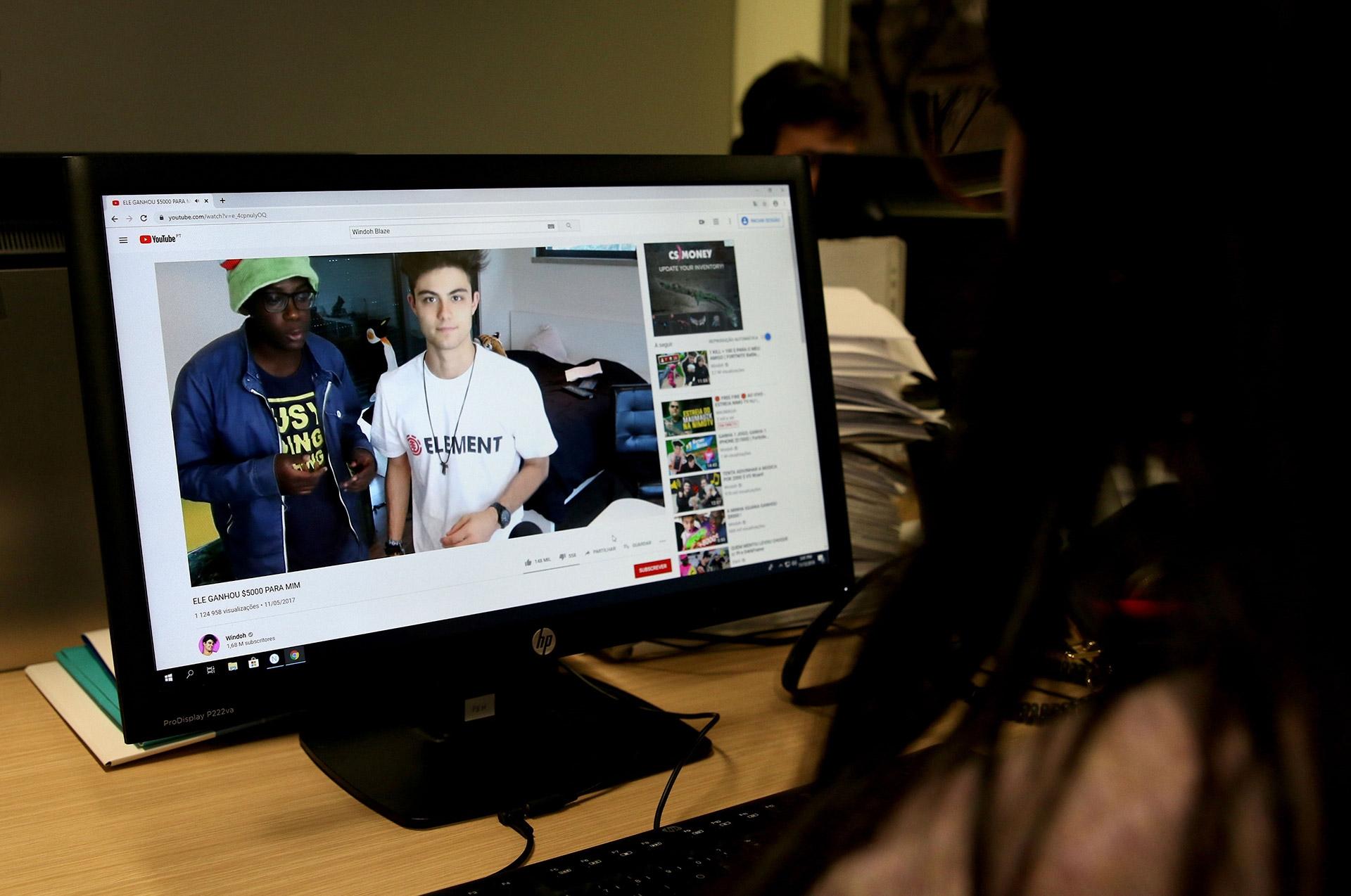 Dezenas de vídeos a promover jogo online foram bloqueados pelo Youtube. Foto: Inês Rocha/RR