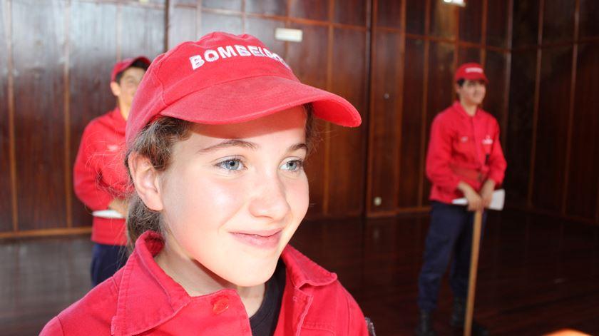 """""""Gosto de ajudar as pessoas"""", diz Matilde, que tem 10 anos. Foto: Liliana Carona/RR"""