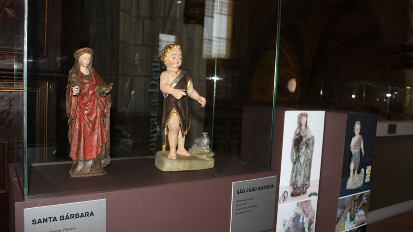 Escultura de Santa Bárbara proveniente da paróquia de Couto do Mosteiro. Foto: Liliana Carona/RR