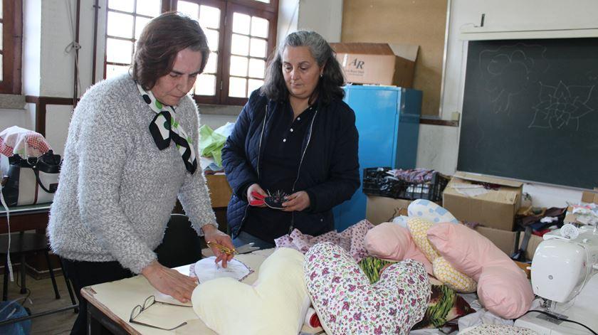 a5d4604a1f85e4 Almofadas de coração: um suporte para vítimas de cancro da mama ...