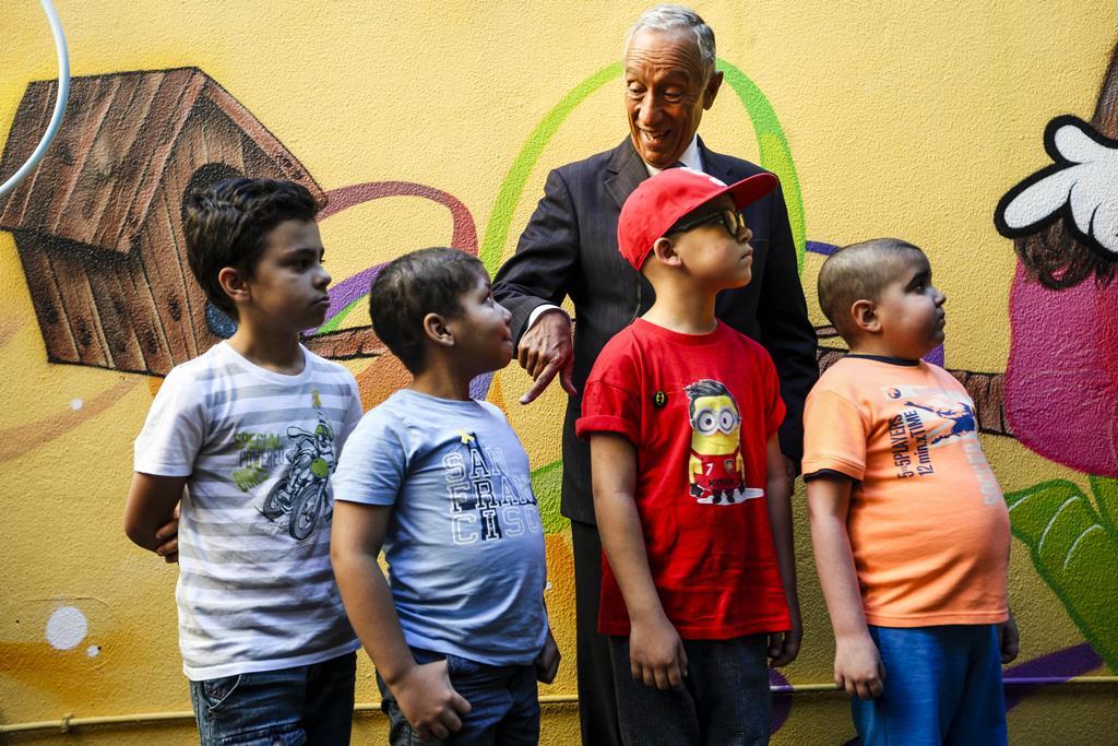 O Presidente da República, Marcelo Rebelo de Sousa, numa visita associação Acreditar. Foto: Nuno Fox/Lusa