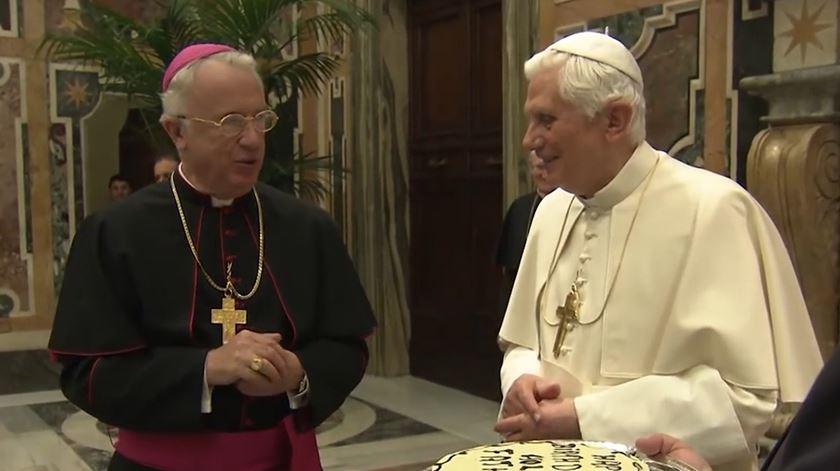 """Bento XVI celebra 91 anos com """"festa serena"""" no Vaticano"""
