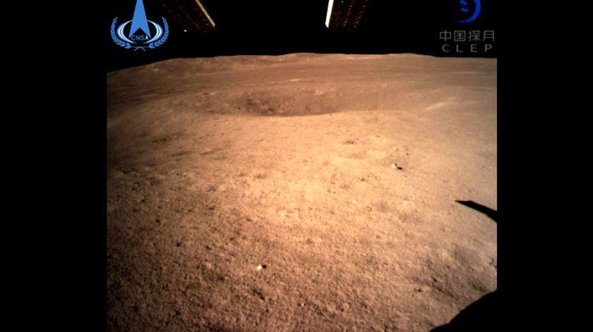China faz história no espaço. Sonda pousa no lado oculto da Lua