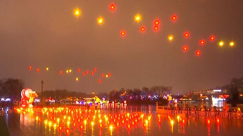 300 drones dão espetáculo de luz para receber o ano novo chinês