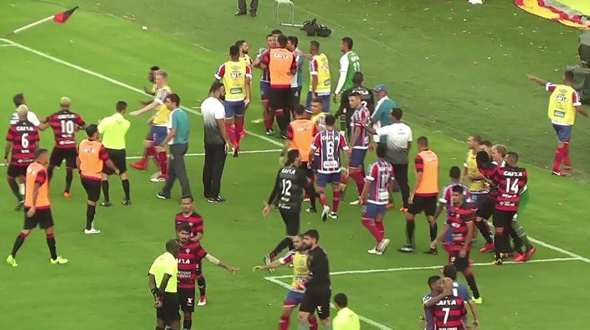 Insólito no Brasil. A história de um jogo de futebol com nove expulsões