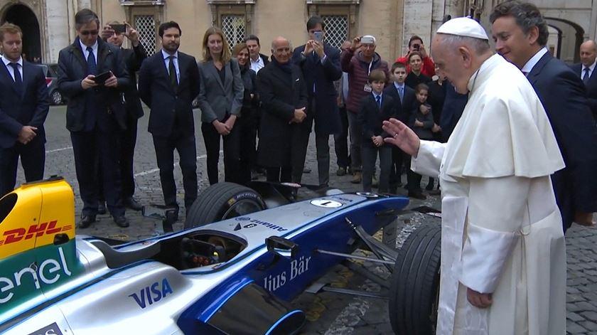 Papa benze carro elétrico de Fórmula E