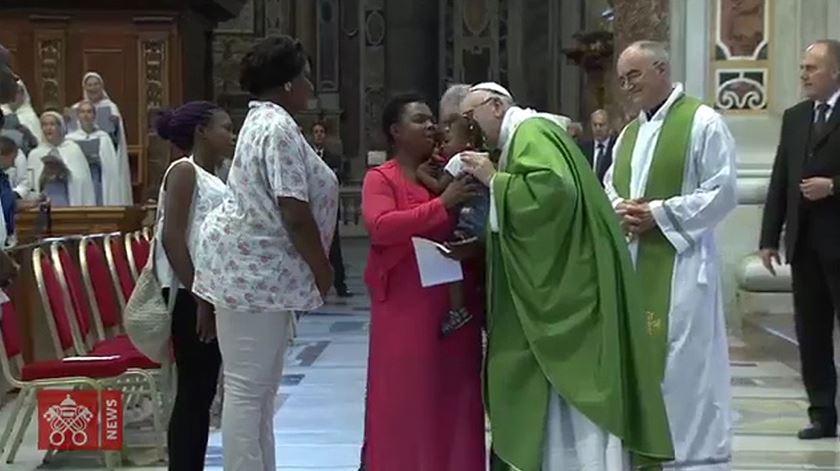 Papa pede resposta sensata para os refugiados que chegam à Europa