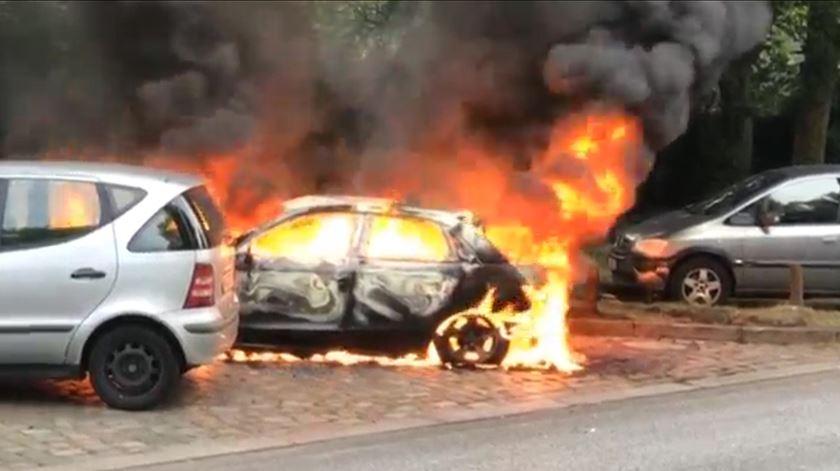 Carros queimados e protestos violentos no início da cimeira do G20