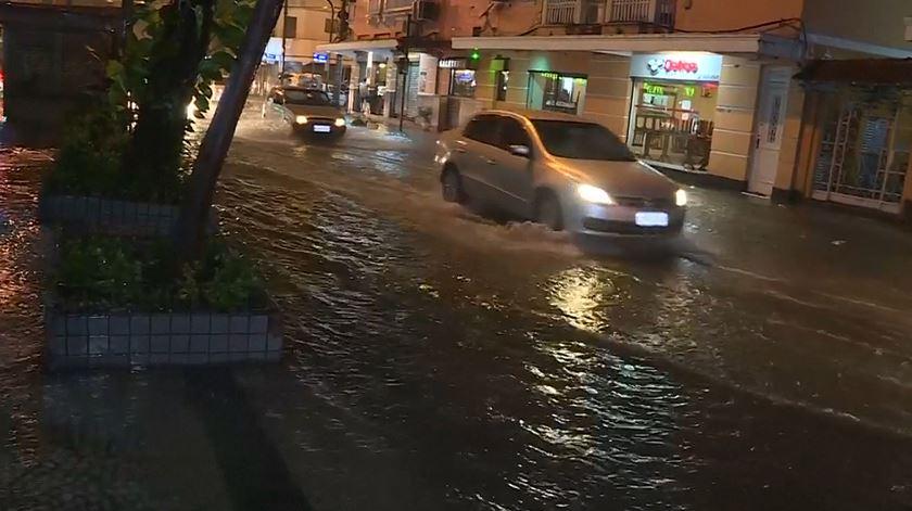 Mau tempo faz três mortos no Rio de Janeiro