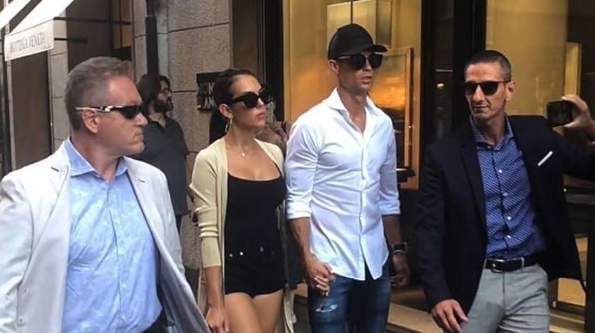 Ronaldo foi às compras em Milão e não passou despercebido