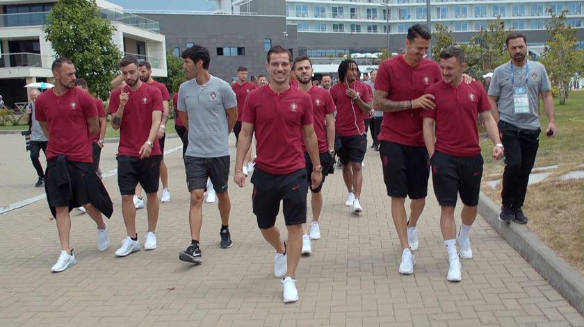 Seleção nacional. Jogadores em passeio antes da estreia
