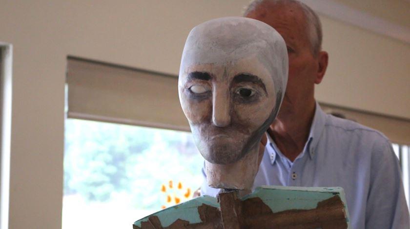 """""""Quem sou eu?"""" Idosos transformam as histórias de vida num teatro de marionetas"""