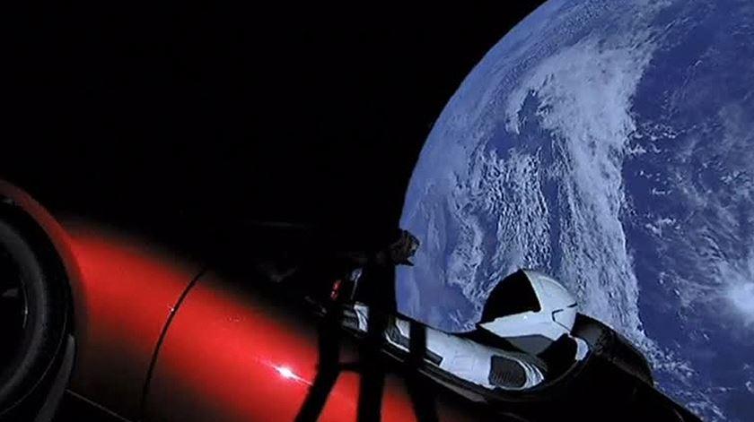 Space X revela imagens de carro no espaço