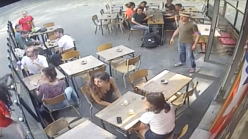 Agressões a estudante reacende debate sobre assédio sexual em França
