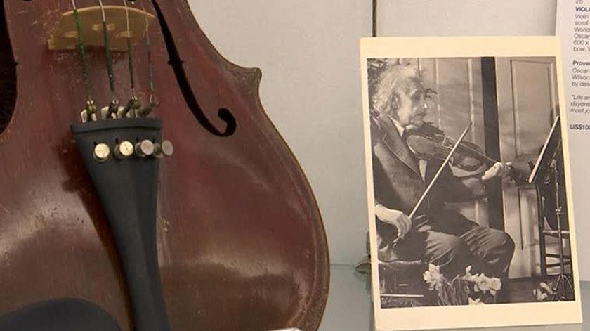 Violino de Einstein e partitura de Beethoven vão a leilão