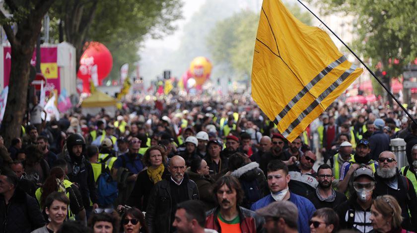 40 mil manifestantes participam no desfile do 1º de Maio em Paris
