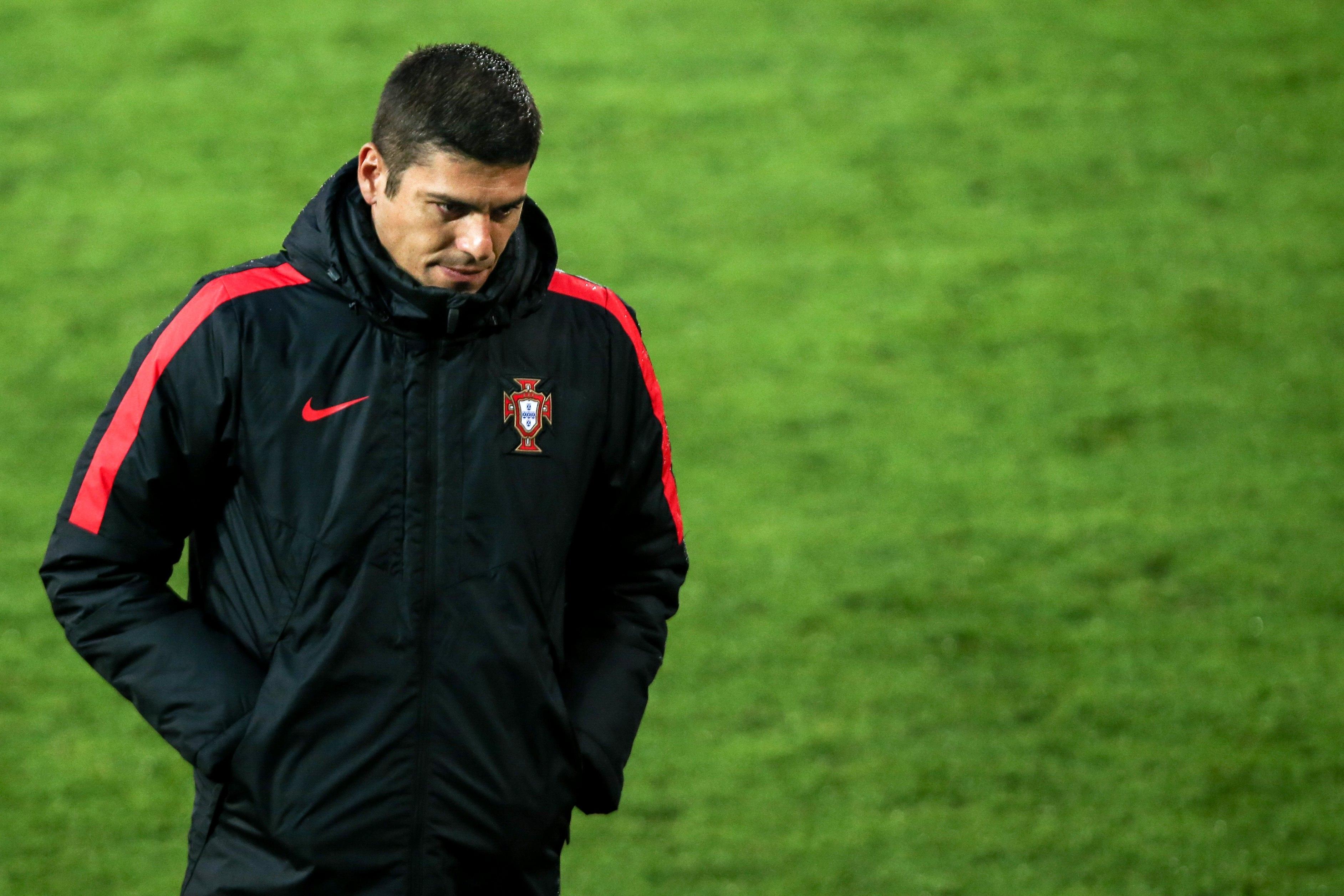 Portugal vence China por 2-1