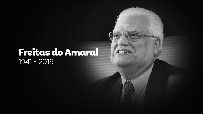 "Freitas do Amaral. O último dos ""pais"" do regime democrático"