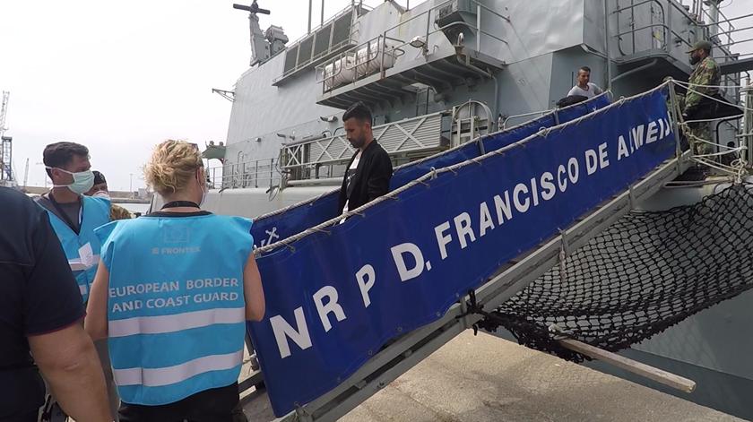 Portugueses resgatam mais de 100 migrantes no Mediterrâneo numa semana