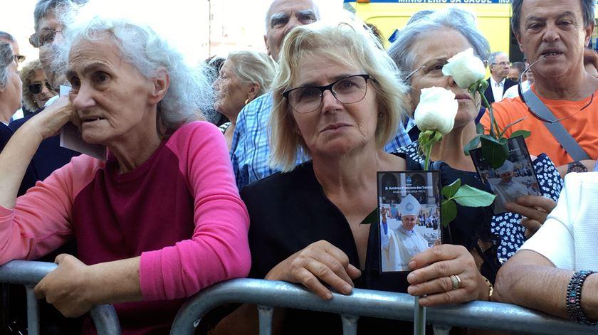 """Cinco mil pessoas no funeral do bispo do Porto, """"incansável servidor do Evangelho"""""""