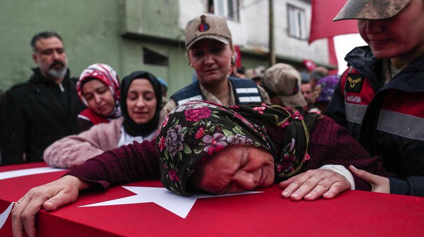 Erdogan pede a Putin que saia de cena e deixe a Turquia lidar com a Síria