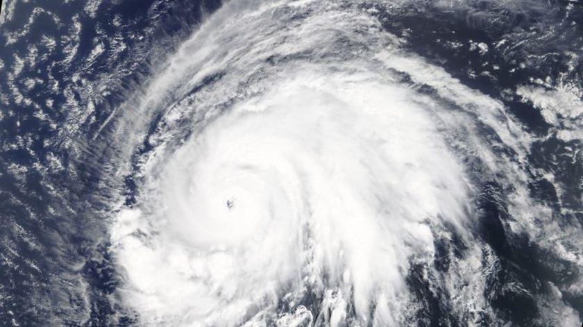 """É """"praticamente certo"""" que o furação Lorenzo atinja os Açores na quarta-feira"""