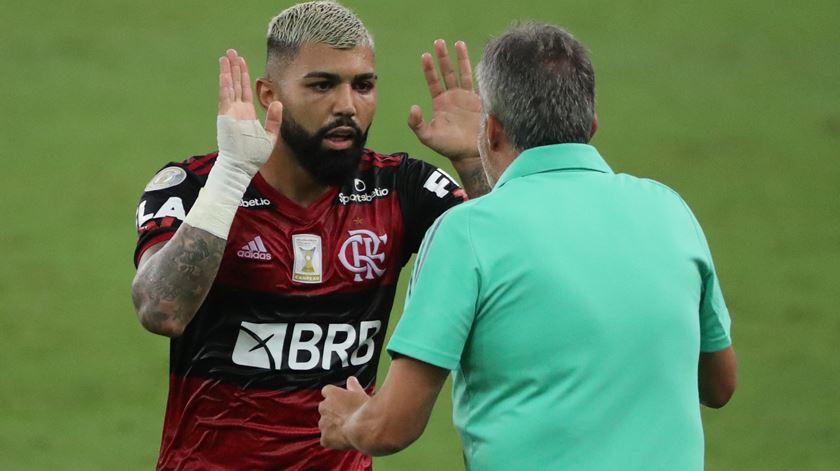 Covid-19. Autarquia volta atrás, Barcelona-Flamengo vai jogar-se