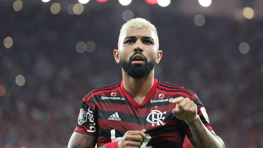 """Gabriel Barbosa fica no Flamengo, """"para o bem da nação"""""""