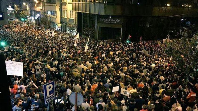 Milhares nas ruas da Galiza em protesto depois de fogos