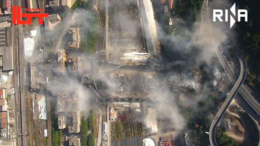 As imagens impressionantes da demolição da ponte de Génova