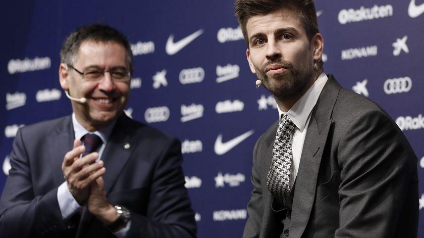 Barcelona renova com Piqué e mais três