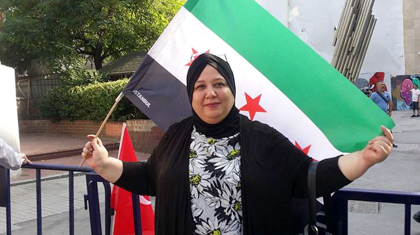 A jornalista que luta contra o ditador da Síria à distância