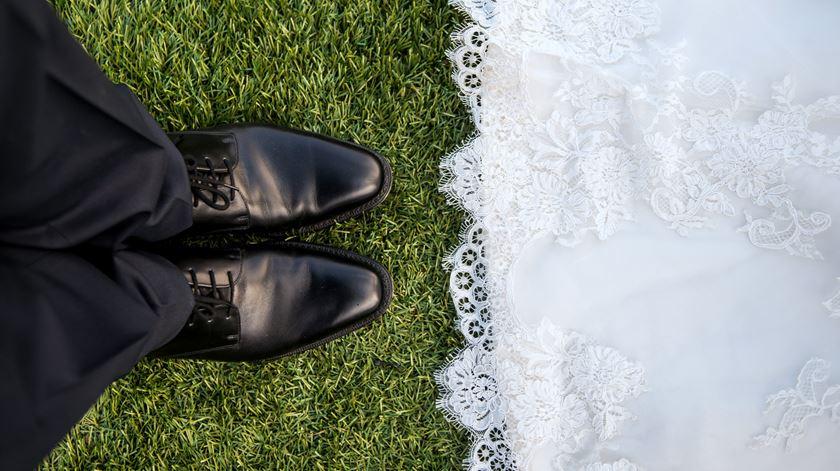 Setor dos casamentos pede medidas urgentes para voltar a organizar festas. Indústria movimenta 4 mil milhões ano