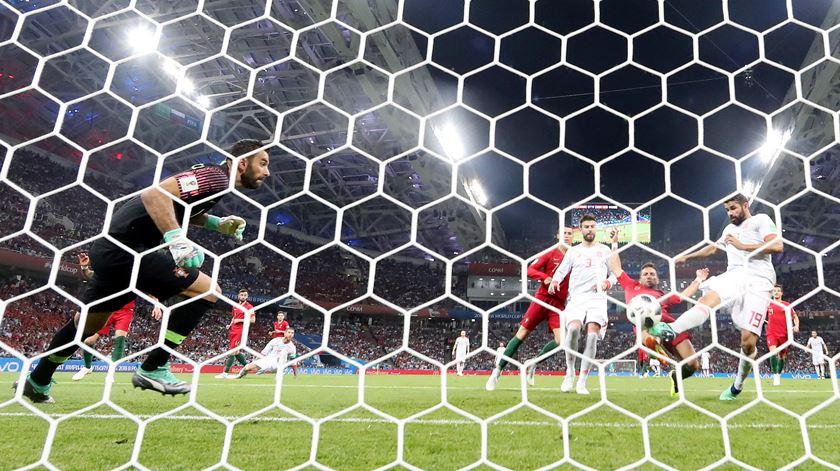 Diego Costa volta a conseguir o empate contra Portugal