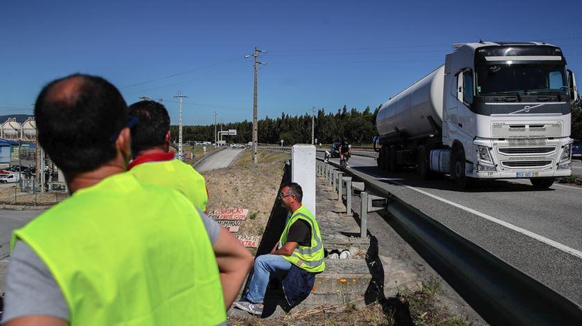 Motoristas de matérias perigosas iniciam nova greve à meia-noite