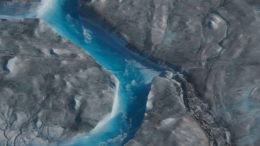 Em apenas um dia derreteram mais de dez mil milhões de toneladas de gelo na Gronelândia