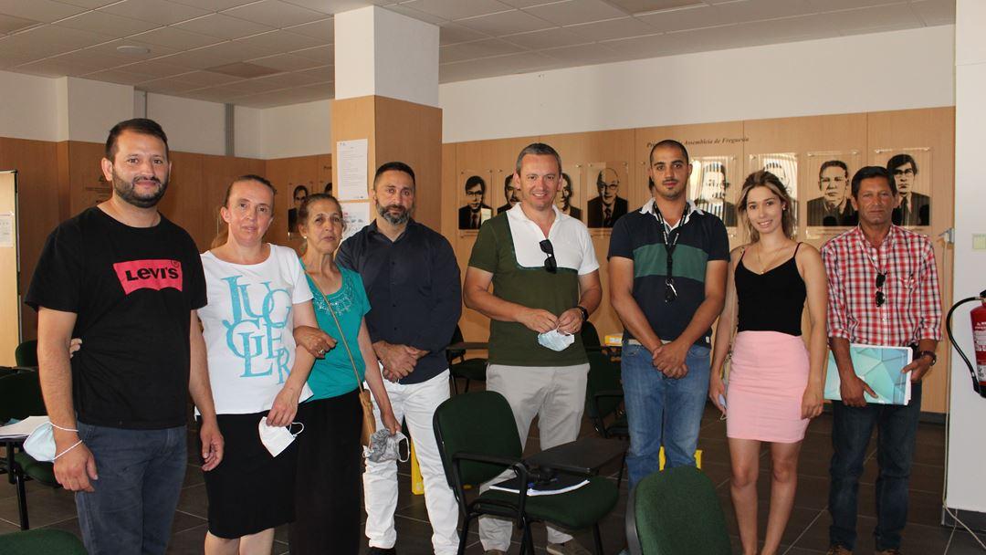 Grupo de ciganos a frequentar o curso de formação em agricultura. Presidente da Junta ao centro. Foto: Liliana Carona/RR